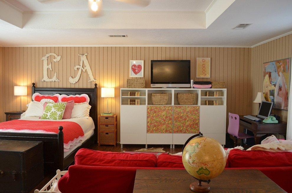 Диван в уютной спальне