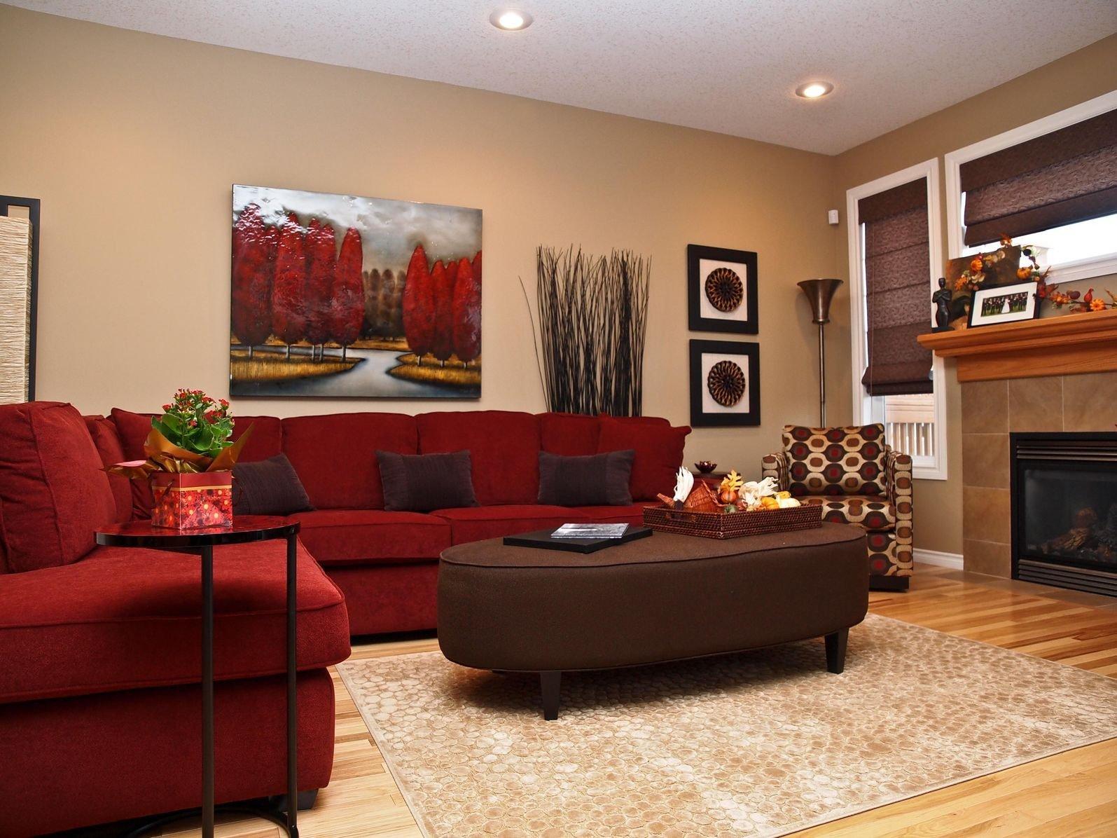 Темно-красный угловой диван