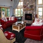 Красные диванчики с белым кантиком