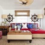 Красный диван в белой гостиной