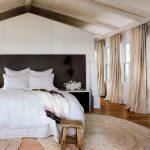 Бежевый лен в спальне