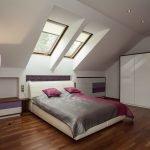 Спальня с окнами над кроватью