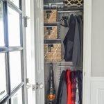 Пылесос в шкафу с вещами