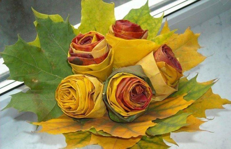 Букет роз из кленовых листьев