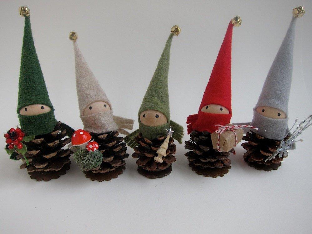 Новогодние игрушки из шишек