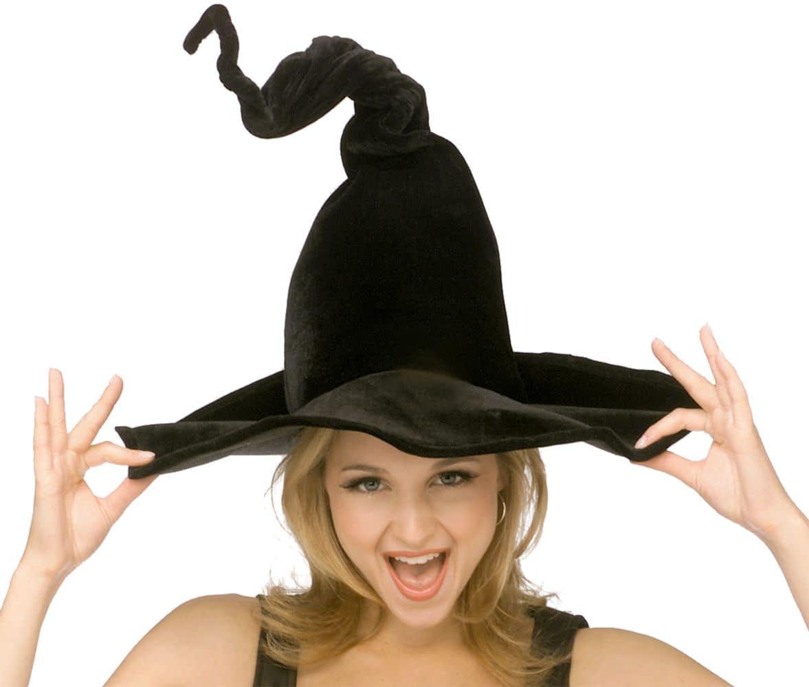 Девушка в образе ведьмы