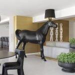 Конь в столовой