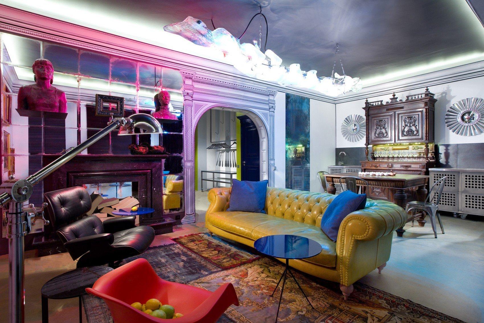 Освещение в гостиной в стиле китч