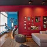 Гостиная с красными стенами