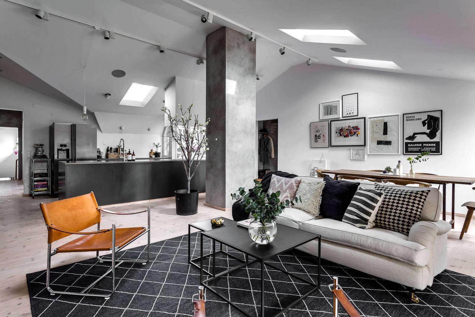Потолок с окнами в стильном интерьере