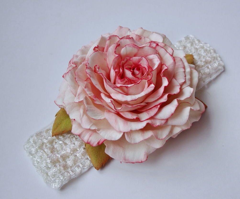 Цветы из фоамирана на брошке