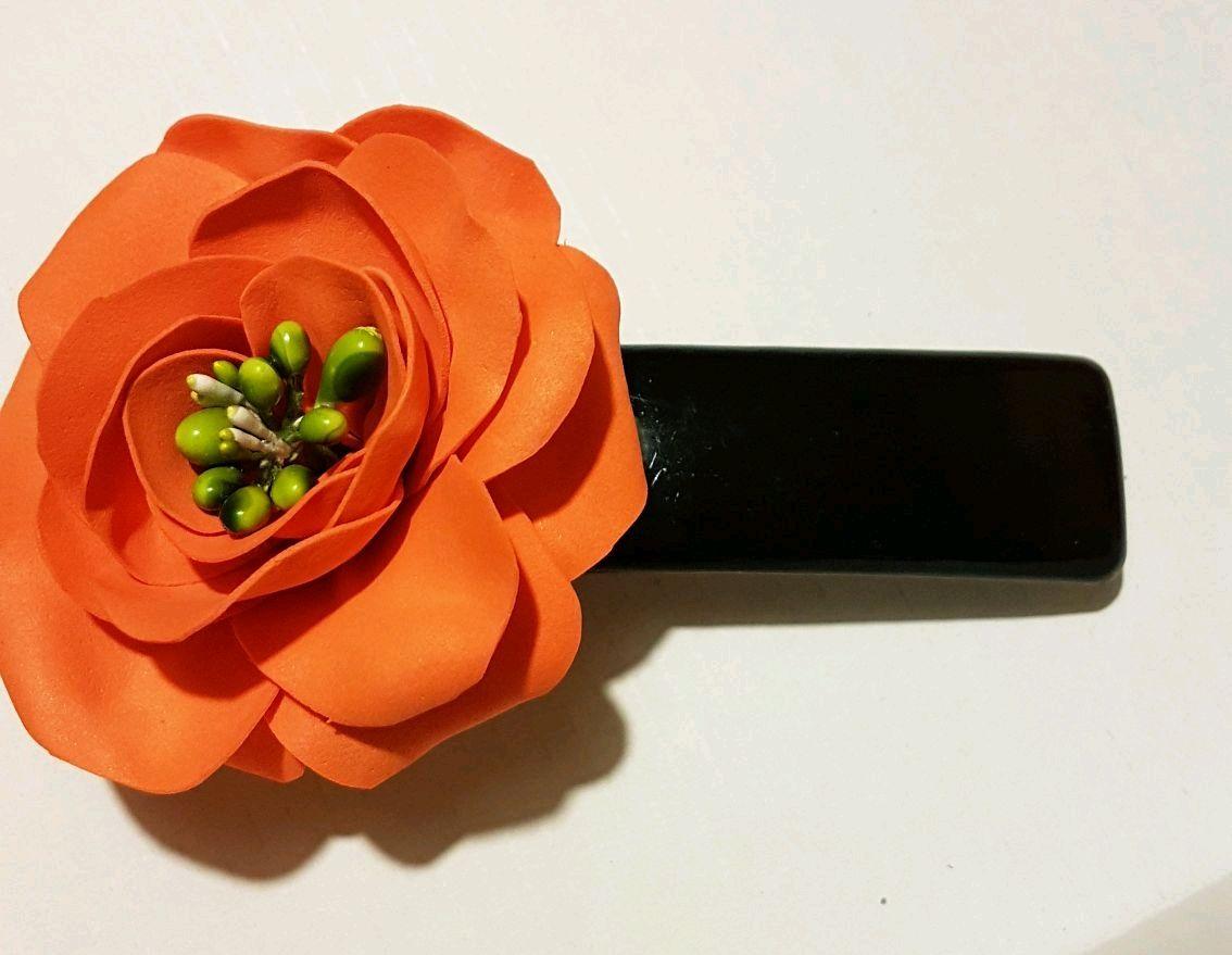 Цветок на заколке