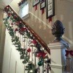 бантики и шарики на лестнице