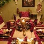 Сервировка стола с красными салфетками