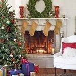 Рождественский венок на камине