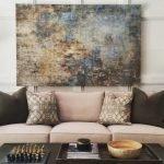 Большая картина над диваном