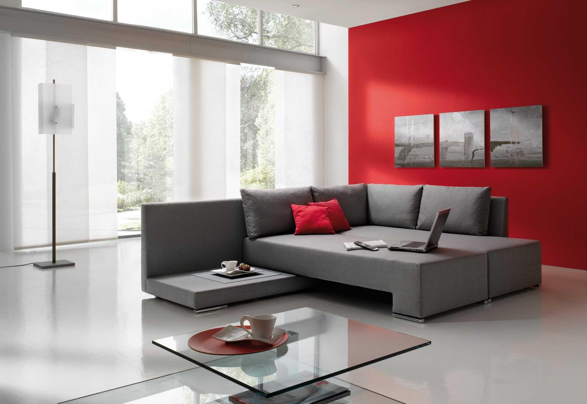 Современная гостиная с диваном