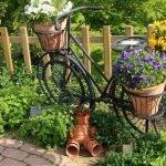 Велосипед с цветочными горшками
