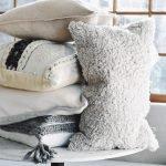 Подушки в красивых наволочках