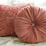 Квадратная и круглая подушки