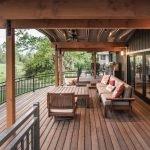 Терраса с гостиной и столовой зонами