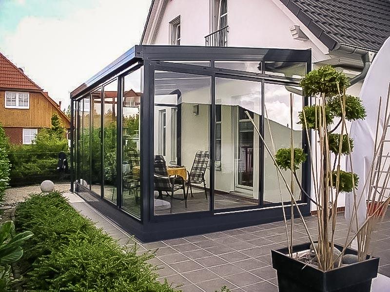 Дом с террасой из стекла