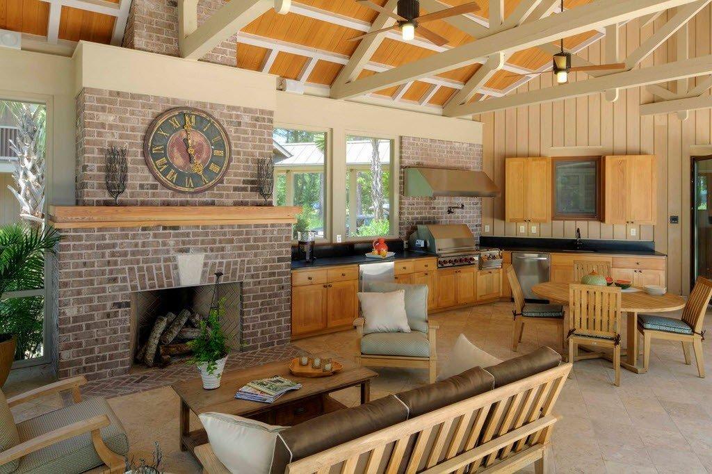 Летняя кухня с гостиной на террасе