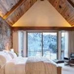 Светлый ковролин в спальне