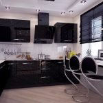 Белый интерьер с черной мебелью