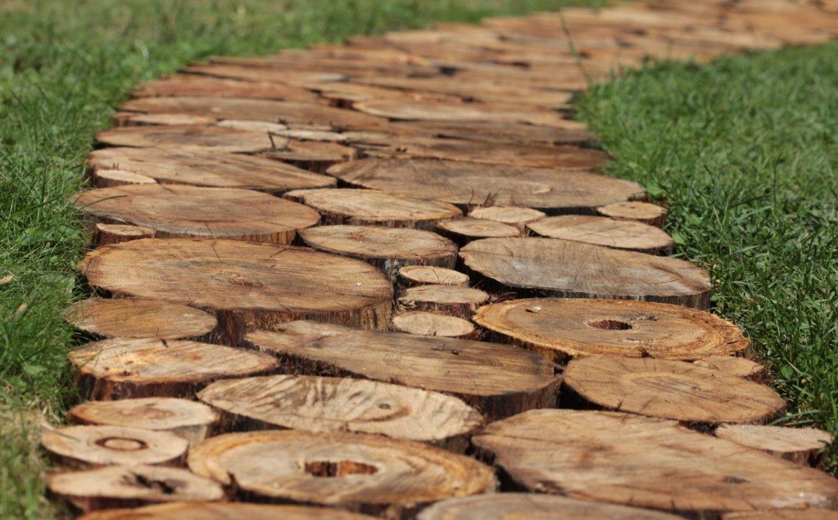 Дорожка из спила дерева