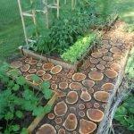 Садовая дорожка из спила дерева