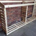 Стена с полками для дров