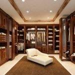 Классическая коричневая гардеробная