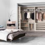 Маленькая гардеробная в спальне