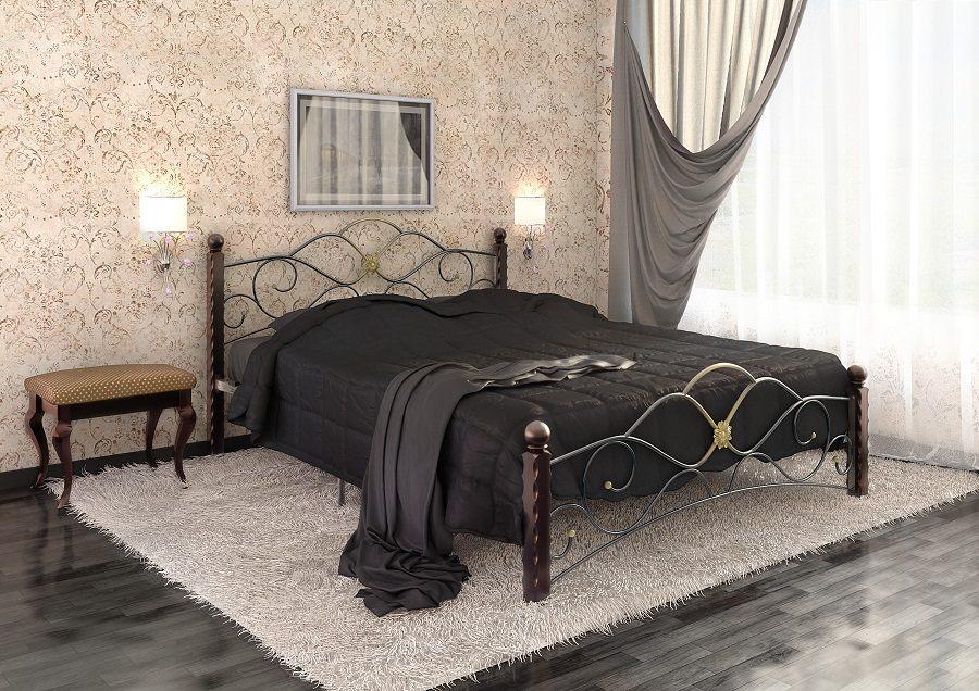 Кровать с металлическим изголовьем