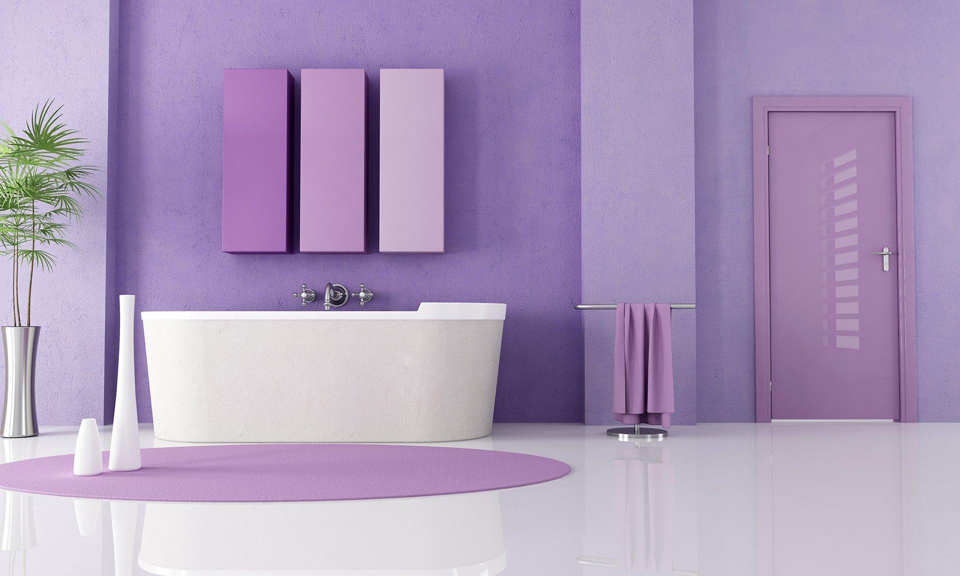 Покраска стен в ванной комнате фиолетовой краской