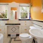 Покраска стен желтым цветом в ванной комнате