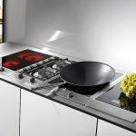Мини-плита в интерьере кухни