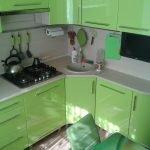 Кухня в хрущевке угловая зеленая