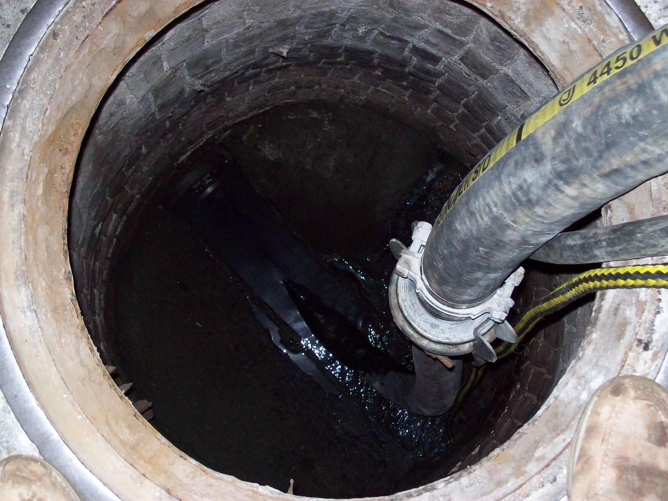Выкачивание воды из колодца