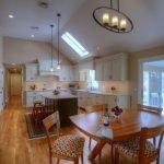 Свет в кухне-столовой