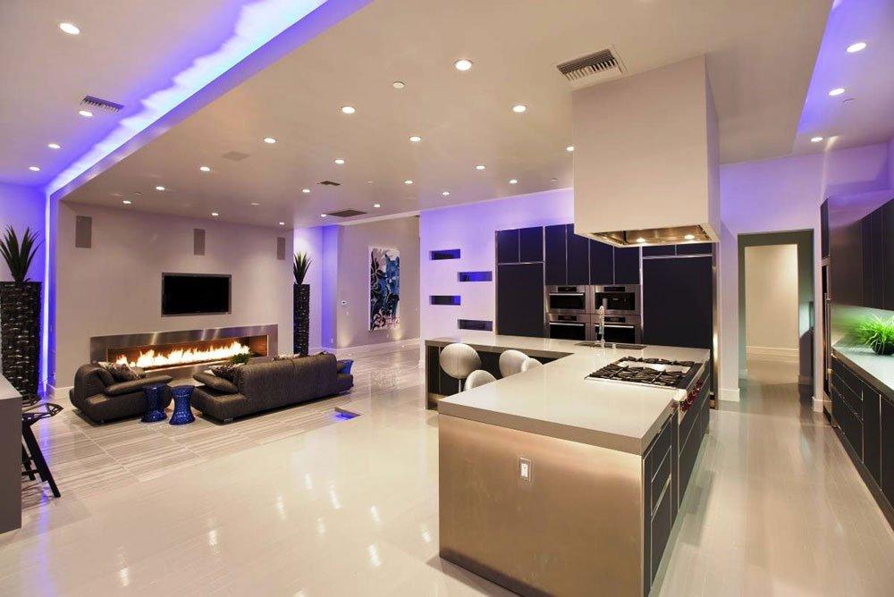 Совместное освещение кухни-гостиной