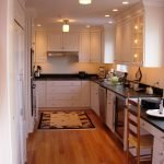Светильники в узкой кухне
