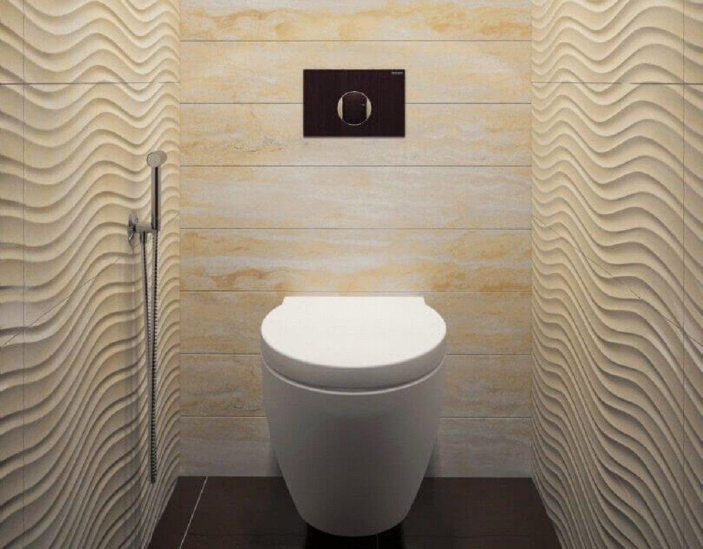 Отделка туалета бежевой керамической плиткой