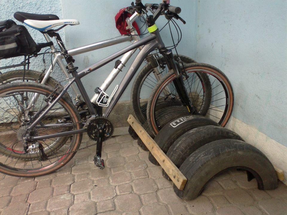 Парковочные места для велосипедов из шин