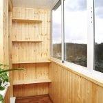 Навесные полки на балконе