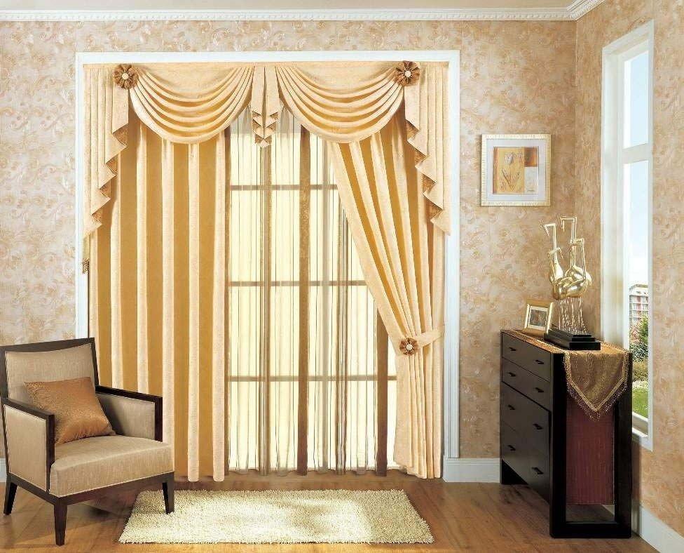 Интерьер со шторами на дверях
