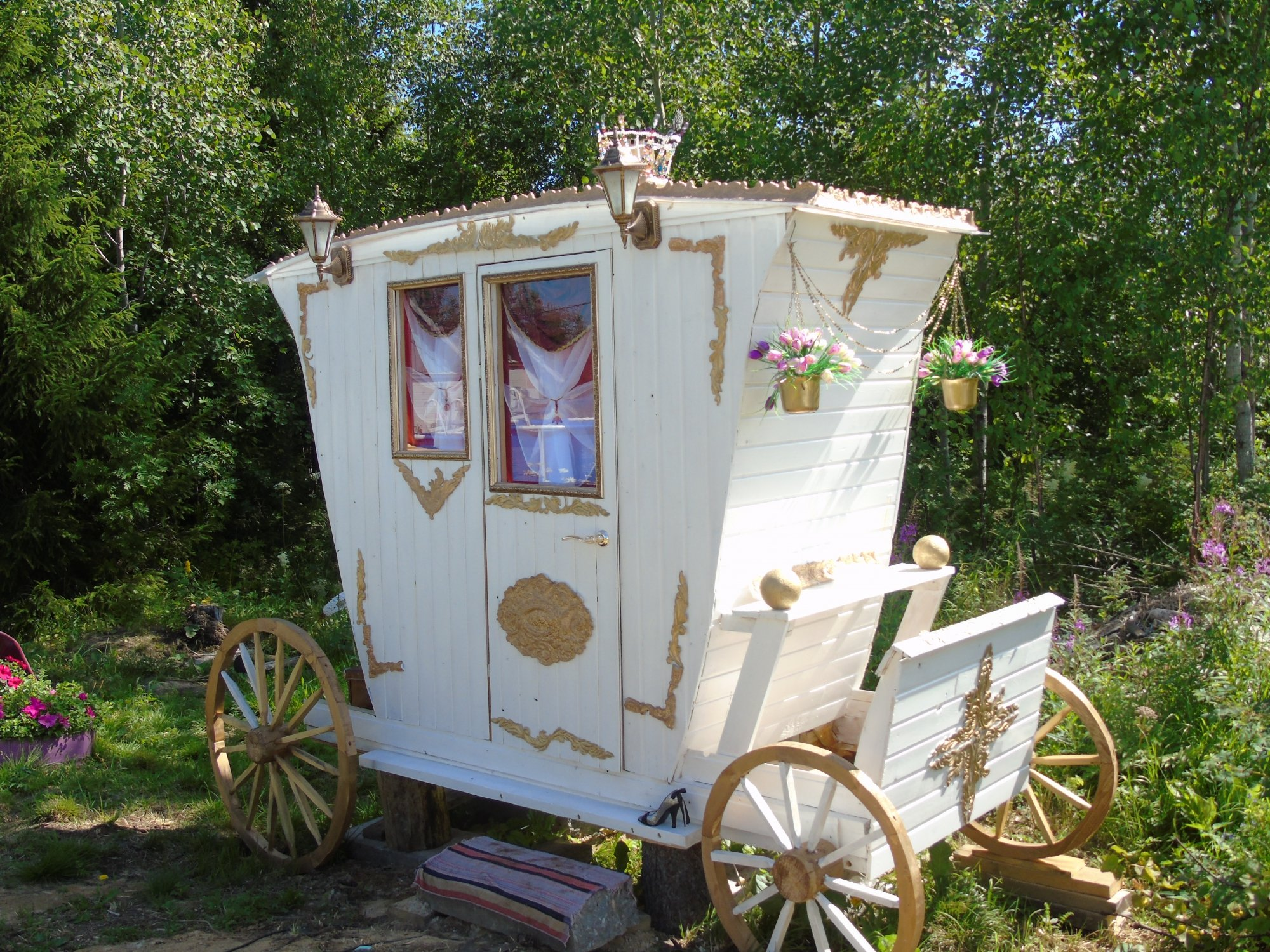 Туалет в форме кареты