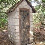 Уборная в форме домика