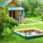 Детская игровая площадка с песочницей